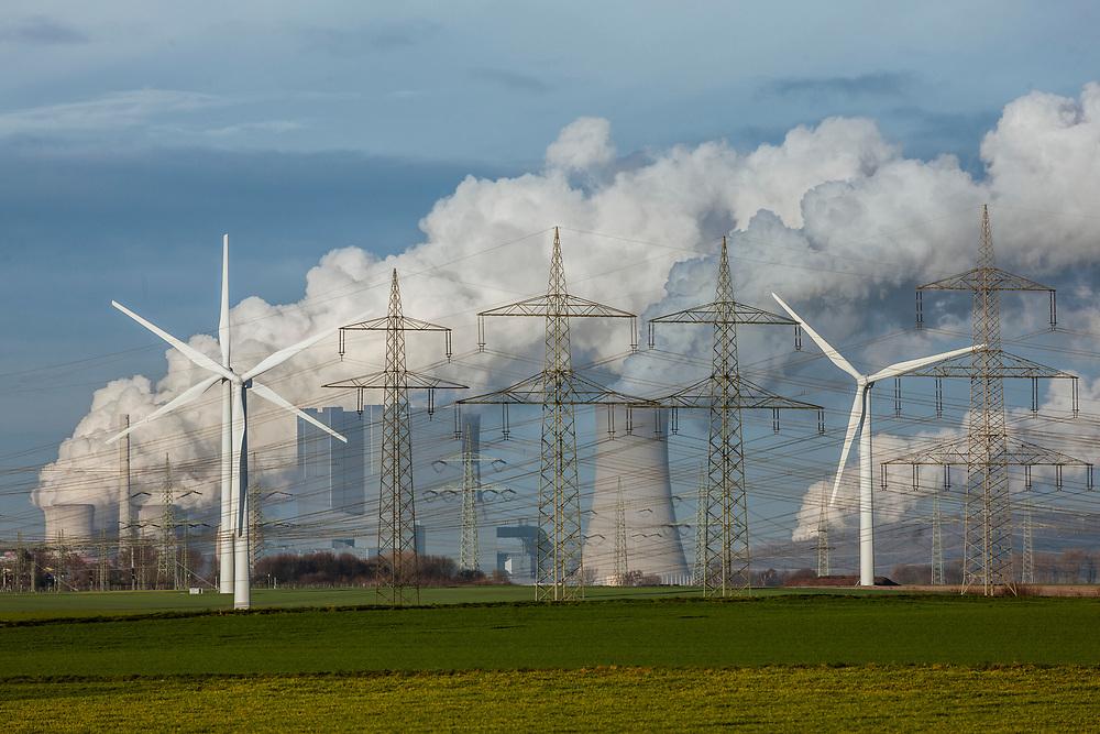 Grevenbroich, DEU, 09.01.2016<br /> <br /> Das Braunkohlekraftwerk Neurath, ein von der RWE Power AG mit Braunkohle betriebenes Grundlastkraftwerk in Grevenbroich (Rhein-Kreis Neuss) im Rheinischen Braunkohlerevier, ist das zweitleistungsstaerkste Kraftwerk Europas.<br /> <br /> The lignite power plant Neurath, a lignite-fired base load power plant operated by RWE Power AG in Grevenbroich, Germany (Rhein-Kreis Neuss) in the Rhenish lignite mining district, is Europe's second-largest power plant.<br /> <br /> Foto: Bernd Lauter/berndlauter.com