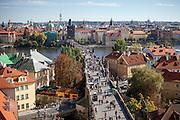 Die Karlsbrücke von der Prager Kleinseite (Mala Strana) aus gesehen.