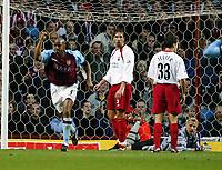 Fotball, 29. november 2003, Premier League, Aston Villa - Southampton,   Claus Lundekvam, Southamton, er oppgitt etter at Dion Dublin, Aston Villa scoret 1-0