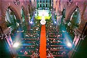 Nederland, Afferden, 4-11-2014<br /> In de kerk van dit dorp in de gemeente Maas en Waal wordt de verkiezing van ondernemer van het jaar gehouden. De kerk is vol met lokale en regionale ondernemers. Het is een nieuw gebruik van dit kerkgebouw dat voor 1 euro te koop is. De ruimte is sfeervol verlicht.<br /> FOTO: FLIP FRANSSEN/ HOLLANDSE HOOGTE