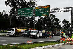 November 20, 2018 - SãO Paulo, Brazil - SÃO PAULO, SP - 20.11.2018: COMEÇAM OBRAS EM CANTEIROS DA MARGINAL - Construction works are beginning to open on the marginal Pinheiros between the express and local lane to improve traffic flow in the Vila Lobos Park region, west of São Paulo, where the bridge gave way last Thursday (15) (Credit Image: © Aloisio Mauricio/Fotoarena via ZUMA Press)