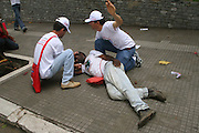 Belo Horizonte_MG, Brasil...Homem ferido durante manifestacao do encontro de movimentos socias contra a 47a reuniao anual do BID...The man injured during the social movements manifestation against the 47th annual meeting of the BID...Foto: LEO DRUMOND / NITRO.