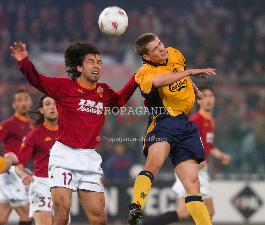 ROME, ITALY - Thursday, February 15, 2001: Liverpool's Michael Owen and AS Roma's Tommasi during the UEFA Cup 4th Round 1st Leg match at the Stadio Olimpico. (Pic by David Rawcliffe/Propaganda)
