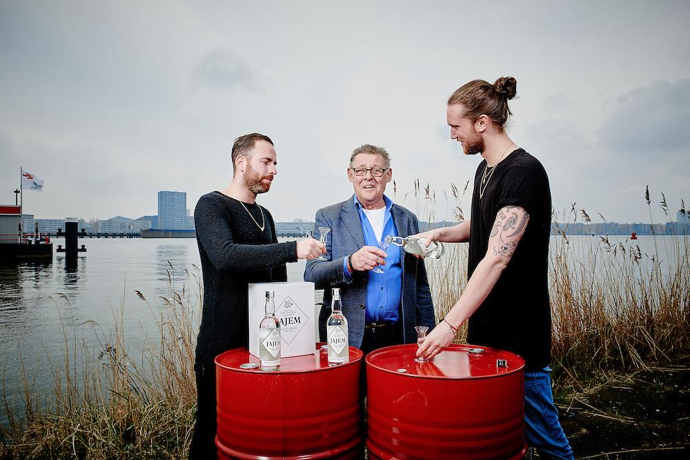Amsterdam 31-03-16  Jamie van der Will,  Maarten de Vries an Jajem Amsterdam Jenever met distilleerder Piet Verhoeven  ©Marco Hofste