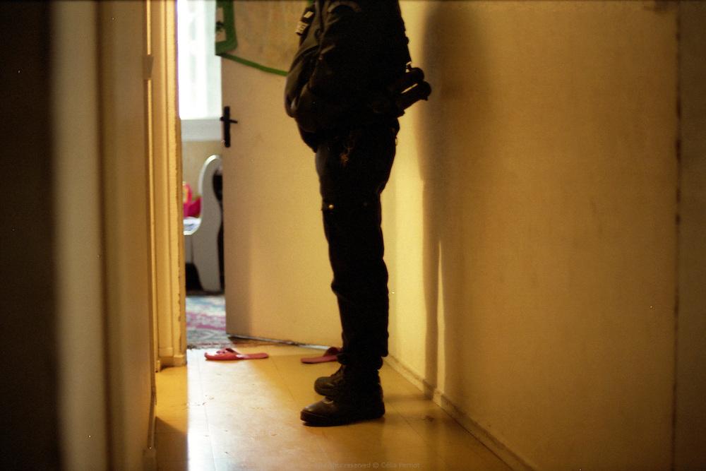 Beaucoup des interventions du GAT dans la cité des Tarterêts sont liés à des violences familiales.<br /> <br /> Many of the GAT interventions in the Tarteret neighbourhood are domestic violence related.