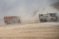 AREQUIPA, Jan. 11, 2019  Spanish driver Jordi Juvanteny helps German driver Mathias Behringer out of trouble during the 4th stage of the 2019 Dakar Rally Race, near La Joya, Arequipa province, Peru, on Jan. 10, 2019. (Credit Image: © Xinhua via ZUMA Wire)