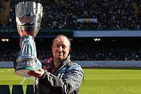 Rafael Benitez Napoli con la Supercoppa TIM <br /> Napoli coach Rafael Benitez holds the italian supercup <br /> Napoli 02-01-2015 Stadio San Paolo <br /> Football Calcio Serie A Napoli - Supercoppa TIM 2014-2015<br /> Foto Cesare Purini / Insidefoto