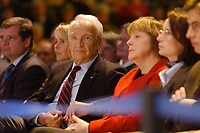 12 JAN 2003, BRAUNSCHWEIG/GERMANY:<br /> Edmund Stoiber (Mi-L), CSU, Ministerpraesident Bayern, Angela Merkel (Mi-R), CDU Bundesvorsitzende, Wahlkampfauftakt der CDU Niedersachsen zur Landtagswahl, Volkswagenhalle<br /> IMAGE: 20030112-01-013<br /> KEYWORDS: Ministerpräsident