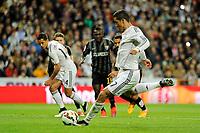 Real Madrid´s Cristiano Ronaldo shoots a penalty during 2014-15 La Liga match between Real Madrid and Malaga at Santiago Bernabeu stadium in Madrid, Spain. April 18, 2015. (ALTERPHOTOS/Luis Fernandez)