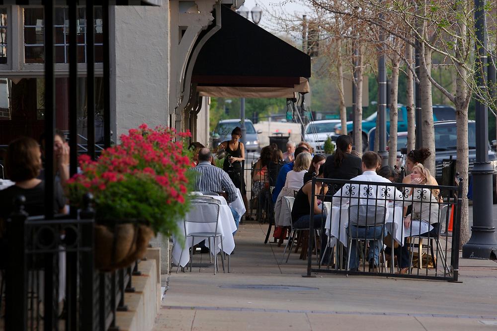 Outdoor patio dining in Clayton, Missouri