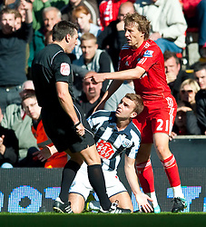 29.08.2010, Anfield, Liverpool, ENG, PL, Liverpool FC vs West Bromwich Albion?, im Bild West Bromwich Albion's James Morrison is shown the red card and sent off by referee Lee Probert during the Premiership match at Anfield, EXPA Pictures © 2010, PhotoCredit: EXPA/ Propaganda/ D. Rawcliffe *** ATTENTION *** UK OUT! / SPORTIDA PHOTO AGENCY