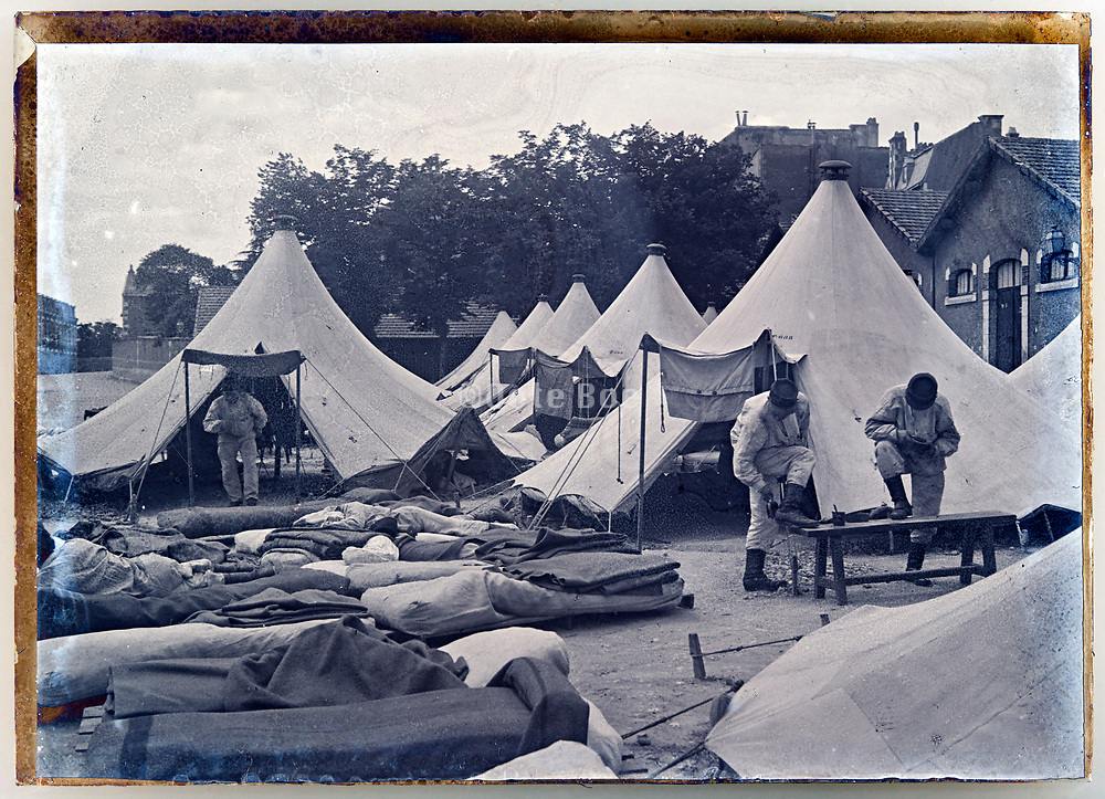 ww1 French army detachment camping within a urban area France