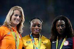 18-08-2016 BRA: Olympic Games day 13, Rio de Janeiro<br /> Koning Willem Alexander heeft de zilveren medaille uitgereikt aan Dafne Schippers (l) , Elaine Thompson (m) en Tori Bowie (r)