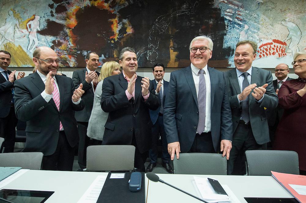 11 FEB 2017, BERLIN/GERMANY:<br /> Martin Schulz, SPD, Kanzlerkandidat, Sigmar Gabriel, SPD, Bundesaussenminister, Frank-Walter Steinmeier, SPD, Kandidat fuer das Amt des Bundespraesidenten, Thomas Oppermann, SPD Fraktionsvorsitzender, (v.L.n.R.), vor Beginn der SPD Fraktionssitzung am Vortag der Bundesversammlung, Reichstagsgebaeude, Deutscher Bundestag<br /> IMAGE: 20170211-02-022<br /> KEYWORDS: Applaus, applaudieren, klatschen