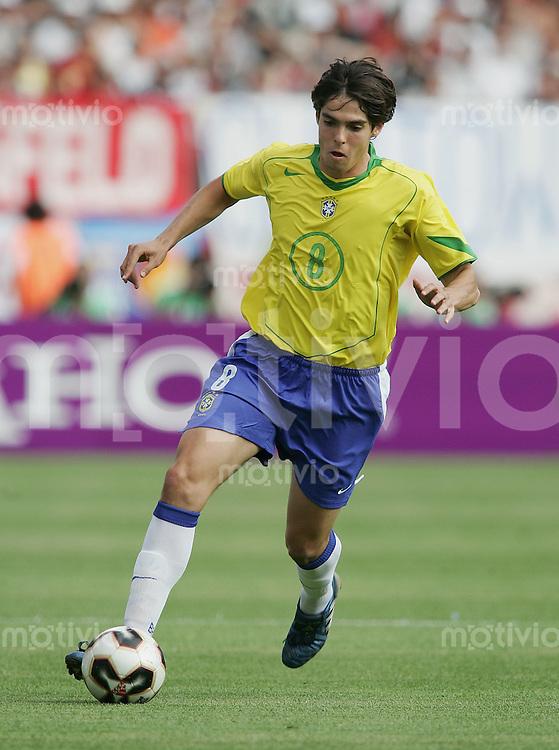 Fussball International FIFA Confederations Cup 2005 Halbfinale Deutschland - Brasilien Kaka (BRA) am Ball