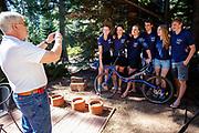 Het team wordt geinterviewd door de lokale pers. In Peninsula, Californie, traint het HPT als voorbereiding voor de recordpogingen. Het Human Power Team Delft en Amsterdam, dat bestaat uit studenten van de TU Delft en de VU Amsterdam, is in Amerika om tijdens de World Human Powered Speed Challenge in Nevada een poging te doen het wereldrecord snelfietsen voor vrouwen te verbreken met de VeloX 9, een gestroomlijnde ligfiets. Het record is met 121,81 km/h sinds 2010 in handen van de Francaise Barbara Buatois. De Canadees Todd Reichert is de snelste man met 144,17 km/h sinds 2016.<br /> <br /> With the VeloX 9, a special recumbent bike, the Human Power Team Delft and Amsterdam, consisting of students of the TU Delft and the VU Amsterdam, wants to set a new woman's world record cycling in September at the World Human Powered Speed Challenge in Nevada. The current speed record is 121,81 km/h, set in 2010 by Barbara Buatois. The fastest man is Todd Reichert with 144,17 km/h.