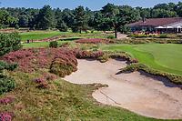 LEUSDEN  -  Hole 18 met clubhuis, Golfclub de Hoge Kleij  COPYRIGHT KOEN SUYK