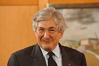 25.01.1999, Deutschland/Bonn:<br /> James D. Wolfensohn, Präsident der Weltbank, vor einem Treffen mit dem Bundeskanzler, Heckelzimmer, Bundeskanzleramt, Bonn<br /> IMAGE: 19990125-02/01-06
