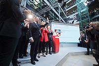 29 JAN 2016, BERLIN/GERMANY:<br /> Martin Schulz (L), SPD, Kanzlerkandidat, nach seiner Vorstellungsrede, Vorstellung von Schulz als Kanzlerkandidat der SPD zur Bundestagswahl, nach der Nominierung durch den SPD-Parteivorstand, Willy-Brandt-Haus<br /> IMAGE: 20170129-01-072<br /> KEYWORDS: Applaus, applaudieren, klatschen