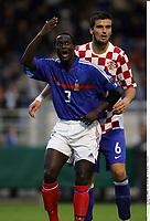 Fotball<br /> Foto: imago/Digitalsport<br /> NORWAY ONLY<br /> <br /> 18.05.2006  <br /> <br /> Jean Michel Badiane (Frankrike U21, vorn) reklamiert lautstark, Luka Vucko (Kroatia U21) weiss nicht so recht warum