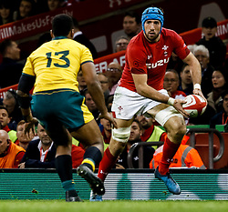 Justin Tipuric of Wales lines up Samu Kerevi of Australia<br /> <br /> Photographer Simon King/Replay Images<br /> <br /> Under Armour Series - Wales v Australia - Saturday 10th November 2018 - Principality Stadium - Cardiff<br /> <br /> World Copyright © Replay Images . All rights reserved. info@replayimages.co.uk - http://replayimages.co.uk