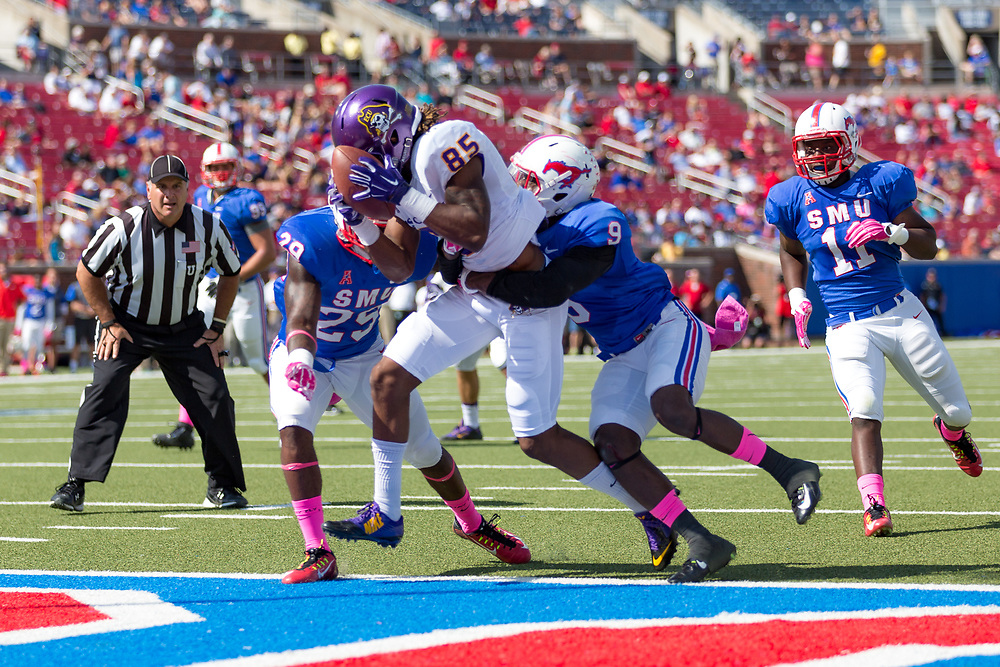 October 3, 2015: at Gerald J. Ford Stadium in Dallas, TX (Photo by Mikel Galicia/Icon Sportswire)