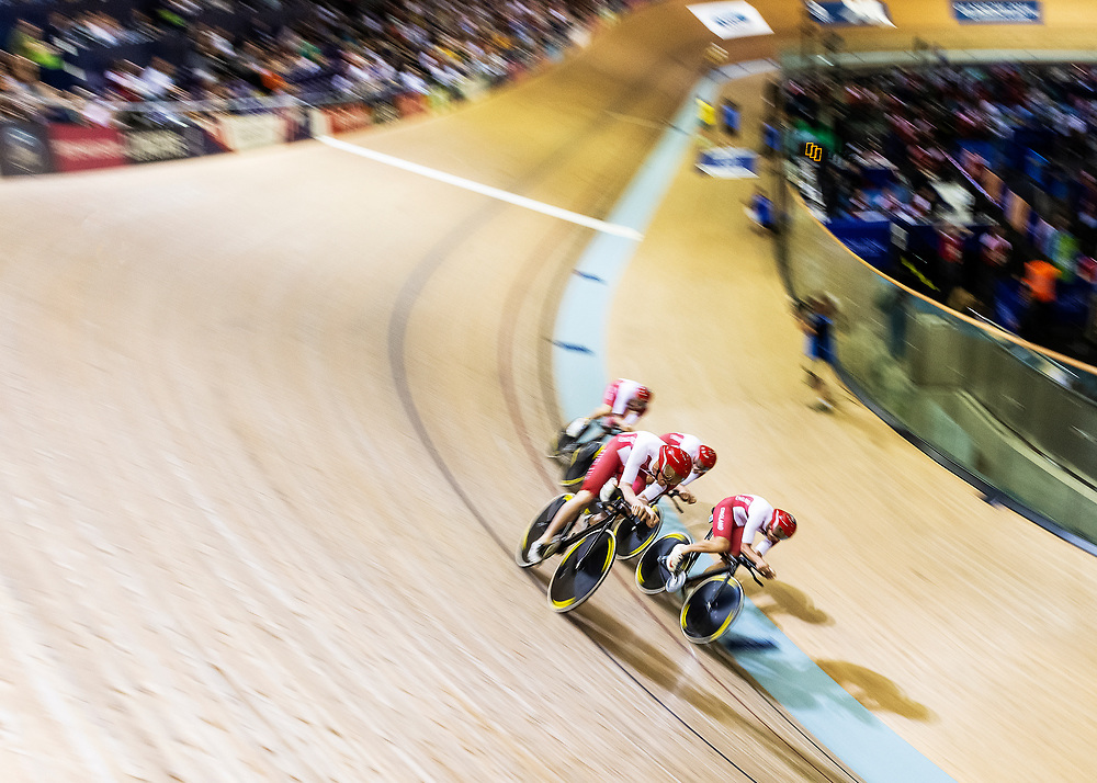 Team England compete in the Men's Team Pursuit at the 2014 Commonwealth Games at the Sit Chris Hoy Velodrome in Glasgow, UK on 24th July, 2014. Team England came in second behind Team Australia to claim the silver medal ahead of third places Team New Zealand.<br /> <br /> Photo: Steve Kingsman / Steve Kingsman Photography
