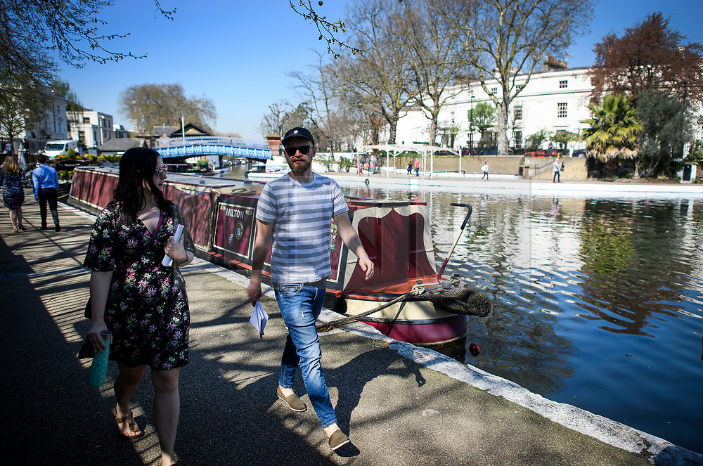© Licensed to London News Pictures. 19/04/2018. London, UK. People enjoy the sunshine in Little Venice in West London as parts of the UK are enjoying high unseasonal April temperatures. Photo credit: Ben Cawthra/LNP