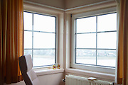Nederland, Nijmegen, 19-2-2013Uitzicht met lege stoel in een hospice, sterfhuis voor terminale patienten.Foto: Flip Franssen