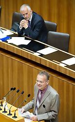 16.06.2016, Parlament, Wien, AUT, Parlament, Nationalratssitzung, Sitzung des Nationalrates mit Wahl der neuen Rechnungshofpräsidentin, im Bild Nationalratsabgeordneter FPÖ Gerald Hauser vor Rechnungshof Präsident Josef Moser // Member of Parliament FPOe Gerald Hauser in front of president of the austrian court of audit Josef Moser during meeting of the National Council of austria with election of the new president of the austrian court of audit at austrian parliament in Vienna, Austria on 2016/06/16, EXPA Pictures © 2016, PhotoCredit: EXPA/ Michael Gruber