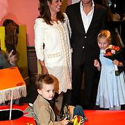 NLD/Apeldoorn/20081101 - Opening tentoonstelling SpeelGoed op paleis Het Loo, Prins Bernhard Jr. met partner Annet Sekreve en kinderen Isabelle en Sam