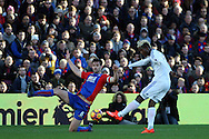 Didier Ndong of Sunderland (R) shoots and scores his teams second goal of the game. Premier League match, Crystal Palace v Sunderland at Selhurst Park in London on Saturday 4th February 2017. pic by Steffan Bowen, Andrew Orchard sports photography.