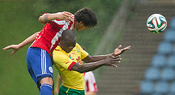 29.05.2014, Kufstein Arena, Kufstein, AUT, FIFA WM, Testspiel, Kamerun vs Paraguay, im Bild v.l.: Gustavo Gomez (Paraguay), Aboubakar Vincent (Kamerun) // v.l.: Gustavo Gomez (Paraguay), Aboubakar Vincent (Kamerun) during friendly match between Cameroon and Paraguay for Preparation of the FIFA Worldcup Brasil 2014 at the Kufstein Arena in Kufstein, Austria on 2014/05/29. EXPA Pictures © 2014, PhotoCredit: EXPA/ JFK