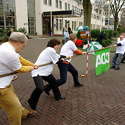 NLD/Naarden/20060211 - Start campagne gemeenteraadsverkiezingen 2006 CDA Bussum / Naarden, touwtrekken