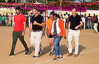 KHUNTI (Jharkhand) -  Finaledag Interschool Hockey League 2016. ONE MILLION HOCKEY LEGS  is een project , geïnitieerd door de Nederlandse- en Indiase overheid, met het doel om trainers en coaches op te leiden en  500.000 kinderen in India te laten hockeyen.  Ex international Floris Jan Bovelander (m)  is een van de oprichters en het gezicht van OMHL. rechts oprichter Rob van Nes.   links ambassadeur en ex-India international Sandeep Singh. COPYRIGHT KOEN SUYK