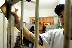 O interno da FASE, em Porto Alegre, D.S de 17 anos, preso por homicídio, no interior do prédio. FOTO: Jefferson Bernardes/Preview.com