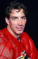 8 August 2000:  NHL ice hockey player Joe Sakic of the Colorado Avalanche poses for a headshot in studio.