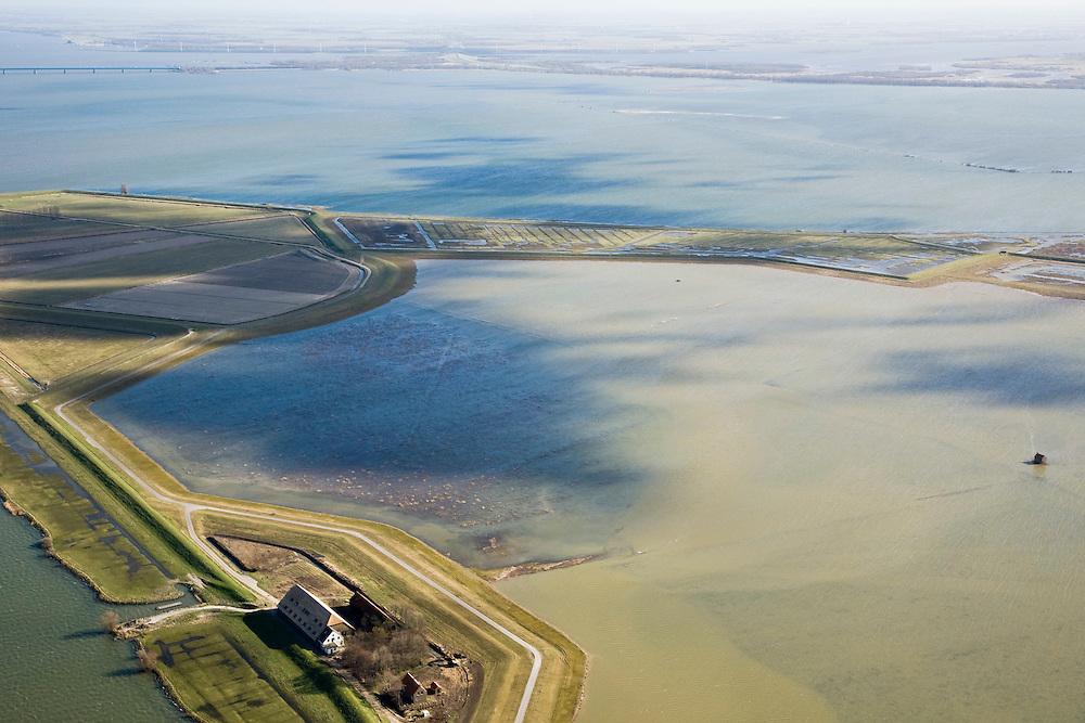Nederland, Zuid-Holland, Tiengemeten, 04-03-2008; eilandje in het Haringvliet, oorspronkelijk eigendom - binnen de dijken - van AMEV (Fortis Investments),en Natuurmonumenten (buitendijkse slikken); het eiland werd gebruikt voor de akkerbouw maar is inmiddels 'teruggegeven aan de natuur' (dijken deels doorgestoken) , de laatste boer is in 2006 vertrokken; huidig gebruik onder andere zorgboerderij en kan er gekampeerd worden; nieuwe natuur, onderdeel van de Ecologische Hoofdstructuur; natuurontwikkelingsgebied, natuurontwikkeling natuurontwikkeling; tiengemeenten. .luchtfoto (toeslag); aerial photo (additional fee required); .foto Siebe Swart / photo Siebe Swart