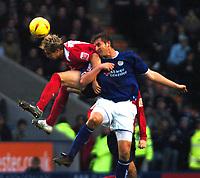 Fotball<br /> England 2004/2005<br /> Foto: SBI/Digitalsport<br /> NORWAY ONLY<br /> <br /> Leicester City v Crewe Alexandra<br /> Coca-Cola. 05/02/2005.<br /> <br /> Luke Varney (Crewe) heads the ball ahead of Matt Heath