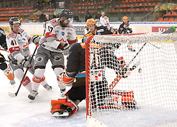 12.01.2021, Keine Sorgen Eisarena, Linz, AUT, ICE, iClinic Bratislava Capitals vs Black Wings 1992, 30. Runde, im Bild v.l. David Buc (iClinic Bratislava Capitals) erzielt das 2 zu 0, Tormann David Kickert (Steinbach Black Wings 1992), // during the bet-at-home ICE Hockey League 30th round match between iClinic Bratislava Capitals and Black Wings 1992 at the Keine Sorgen Eisarena in Linz, Austria on 2021/01/12. EXPA Pictures © 2020, PhotoCredit: EXPA/ Reinhard Eisenbauer