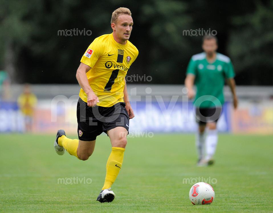 Fussball, 2. Bundesliga, Saison 2012/13, SG Dynamo Dresden - Most, Dienstag (07.08.12), Freundschaftsspiel, Testspiel, Bischofswerda Dresdens Toni Leistner am Ball.