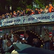 NLD/Amsterdam/20180505 - Bevrijdingsdag concert 2018 Amsterdam, spandoek Geef Vrijheid Door