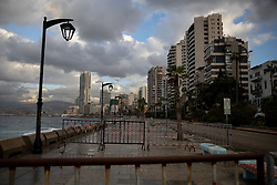 © Licensed to London News Pictures. 15/01/2021. Beirut, Lebanon. The Corniche in Beirut is empty on the second day of an 11 day curfew (from 14 Jan to 25 Jan) in an attempt to control a rapid increase in rates of COVID-19 Coronavirus in the country. Today, Lebanon registered two record-breaking statistics, with 6154 cases of Coronavirus, and 44 deaths in the past 24 hours. Photo credit : Tom Nicholson/LNP