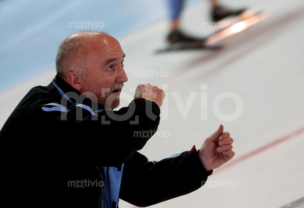 Erfurt , 170207 , Eisschnelllauf Weltcup , 10000m Maenner  Trainer Thomas SCHUBERT (GER)