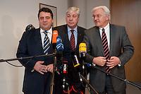 30 NOV 2009, BERLIN/GERMANY:<br /> Sigmar Gabriel (L), SPD Parteivorsitzender, Michael Sommer (M), DBGVorsitzender des Deutschen Gewerkschaftsbundes, DGB, und Franz-Walter Steinmeier (R), SPD Fraktionsvorsitzender, geben ein Pressestatement, vor Beginn eines Spitzentreffens zwischen der SPD-Fuehrung und den DGB Mitgliedsgewerkschaften, Willy-Brandt-Haus<br /> IMAGE: 20091130-01-004<br /> KEYWORS: Sitzung, Pressekonferenz