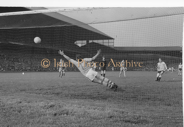 Kerry goalkeeper fails to save the ball during the All Ireland Senior Gaelic Football Final Dublin v Kerry in Croke Park on the 26th September 1976. Dublin 3-08 Kerry 0-10.