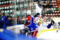 Ishockey , 19. Januar 2014, GET-Liga ,<br /> Vålerenga Hockey - Sparta Warriors<br /> Vålerengas Brendan Brooks takler spartas Magnus Nielsen<br /> Foto: Sjur Stølen , Digitalsport