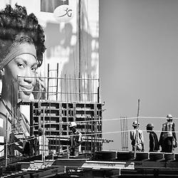 Obras de construção e publicidades em Luanda. Angola