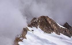 THEMENBILD - Wetterumschwung am Bergrand am Kitzsteinhorn, aufgenommen am 16. Juli 2019 in Kaprun, Österreich // Weather change at the edge of the mountain at the Kitzsteinhorn, Kaprun, Austria on 2019/07/16. EXPA Pictures © 2019, PhotoCredit: EXPA/ JFK