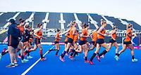 LONDEN - Oranje tijdens de training in het Lee Valley Hockeystadium bij het  wereldkampioenschap hockey voor vrouwen. Het Nederlands elftal maakt zich op voor de kwartfinale .  COPYRIGHT KOEN SUYK